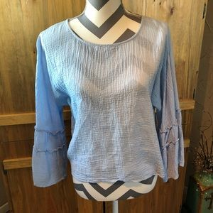 ADORABLE Boho Vince Camuto Top with Bell Sleeves